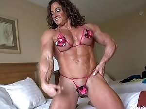 Big tittied muscle hottie shows off her perfect hardbody