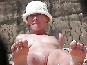 Nude Beach - Perfect Pussy