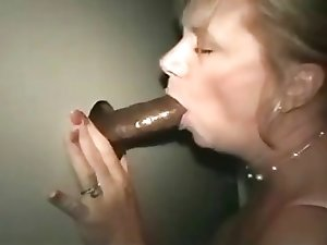 Mature lady at the gloryhole